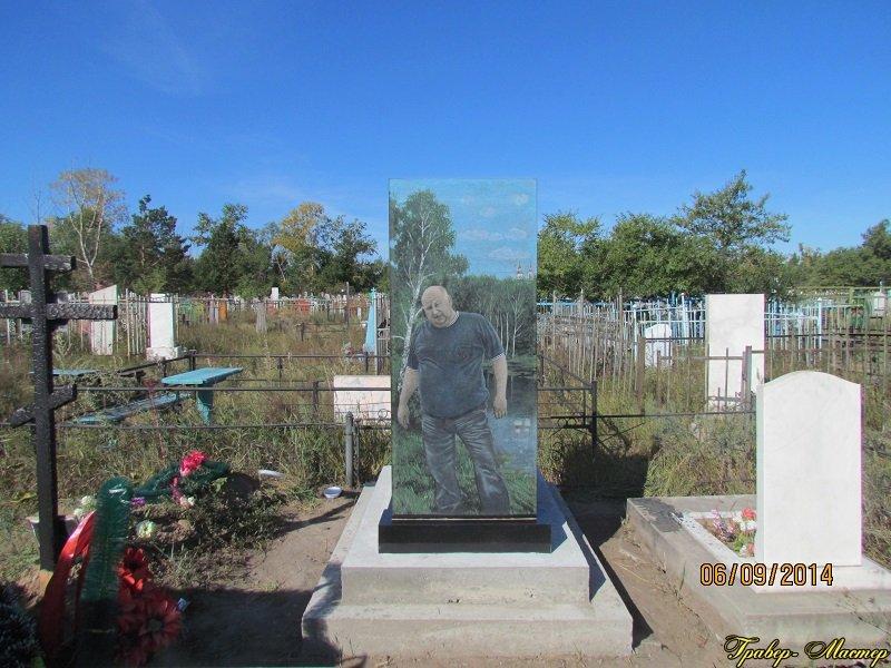 Заказать памятник Абаза Цоколь из габбро-диабаза Удачный